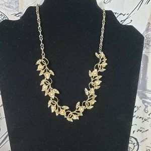 Jewelry - VTG Gold Tone Metal 3D Flower Garland Necklace